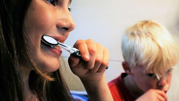 Cavity Risk Factors - Kids brushing teeth